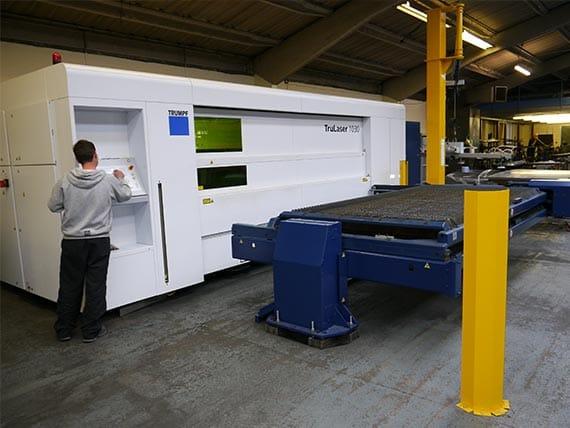 pioneer-employee-operating-laser-cutting-machine
